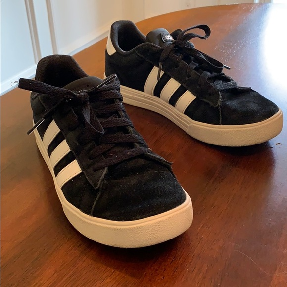 Adidas Low sneakers Black - great school shoes!